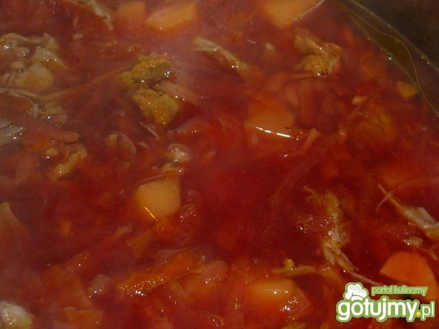 Barszcz z warzywami i mięsem