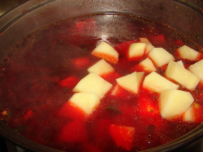 Barszcz z ziemniakami