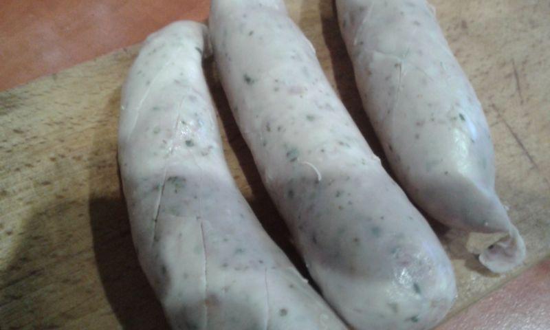 Biała kiełbasa zasmażona z cebulką