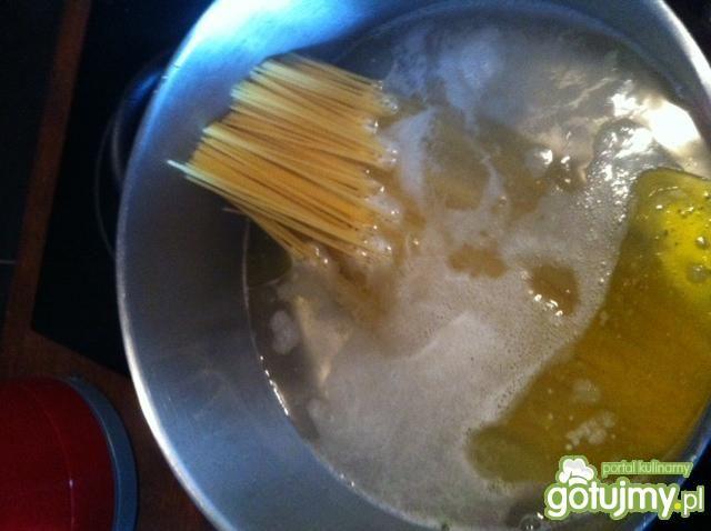 Białe spagetti