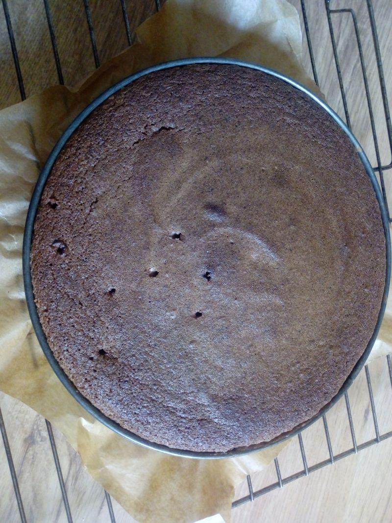 Biszkopt orzechowo-czekoladowy bez mąki