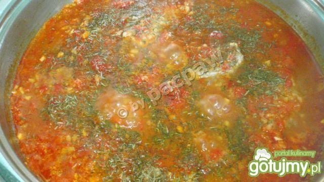 Bitki wieprzowe w sosie z papryk pieczon