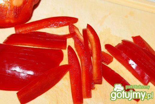 Boczek z sałatą i papryką