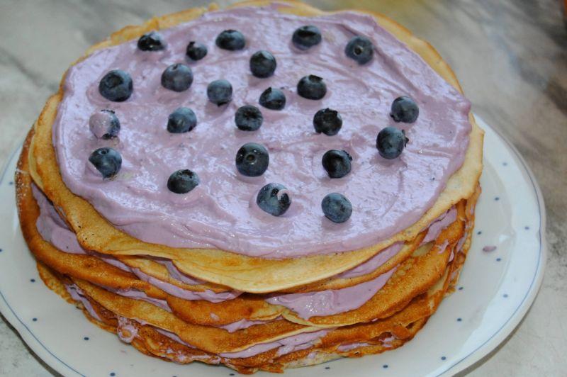 Borówkowo-twarożkowy tort naleśnikowy