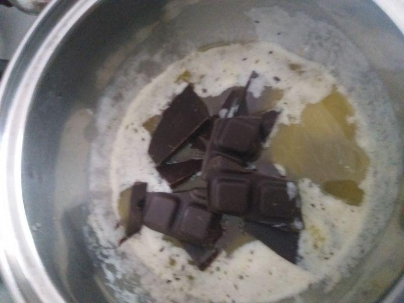 Brownie z malinami i masą serową