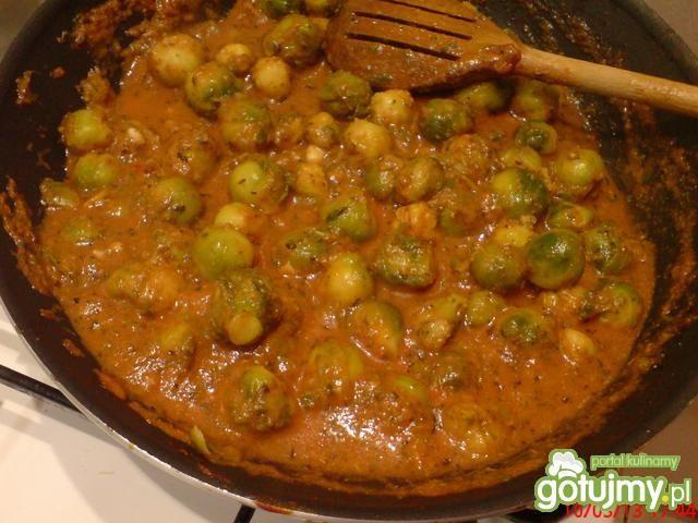 Brukselka w kąpieli pomidor. na szybko
