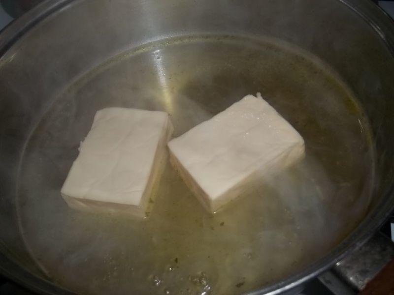 Brukselka w sosie serowym z makaronem