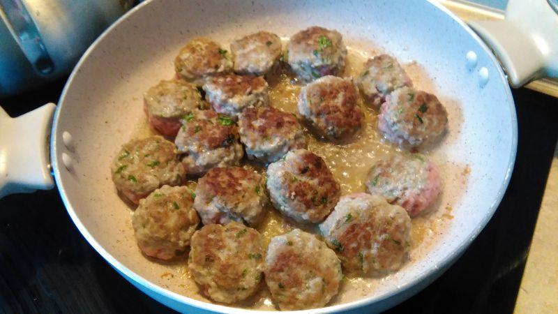 Bucatini  z pulpecikami i sosem kurkowym