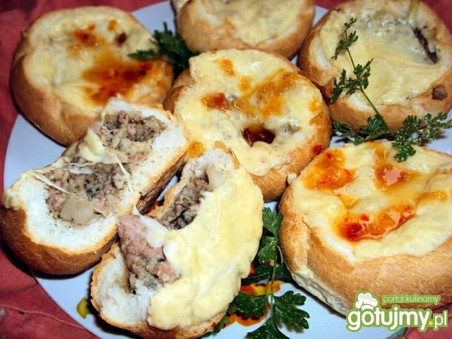 Bułeczki faszerowane mięsem mielonym