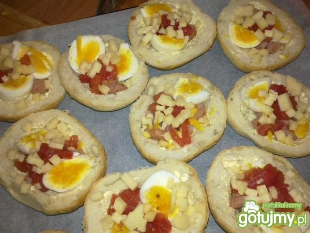 Bułki zapiekane z jajkiem