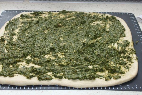 Bułki ze szpinakiem i serem topionym