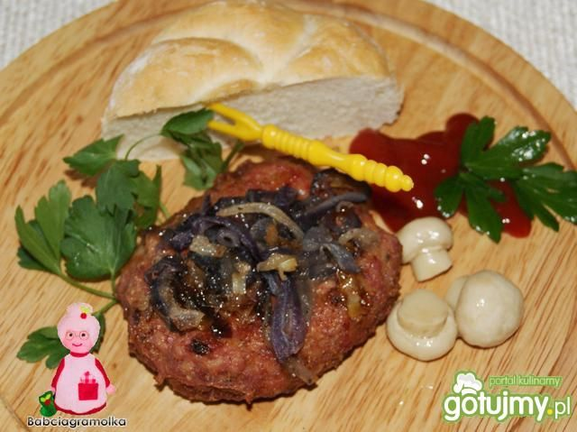 Buniowe burgery z karmelizowaną cebulką