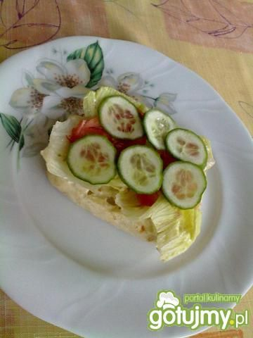 Burger rybny z warzywami