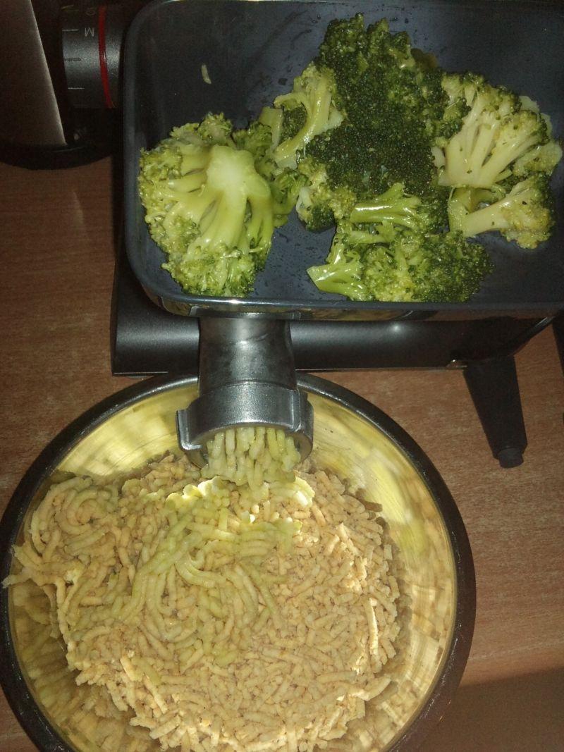 Burgery z ciecierzycy i brokułów