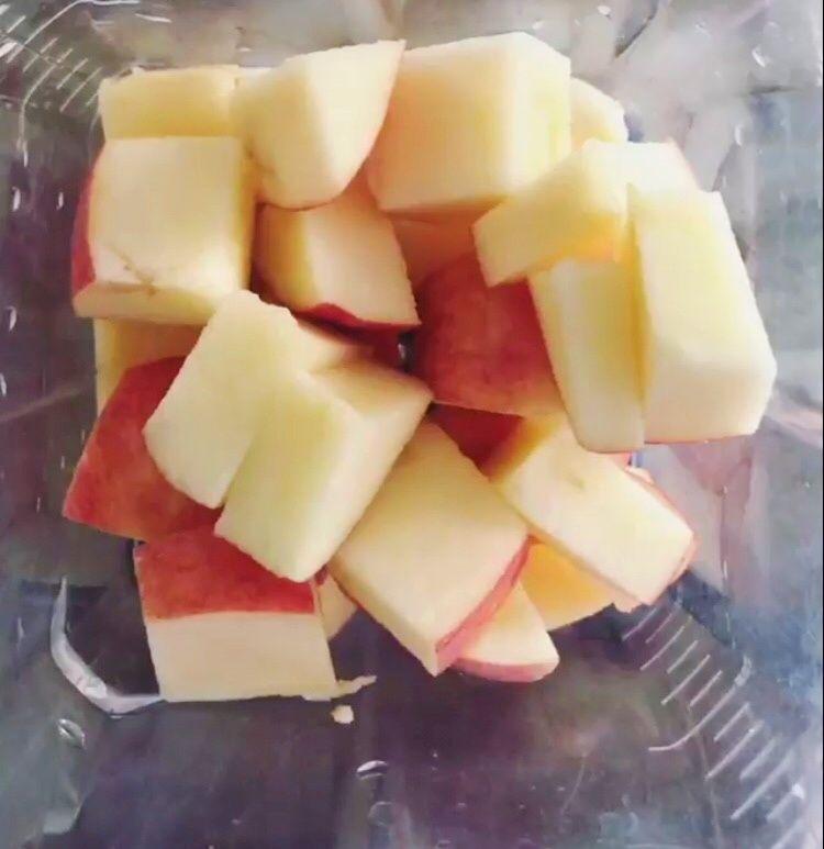 Chia z jabłkiem, jagodami i masłem orzechowym