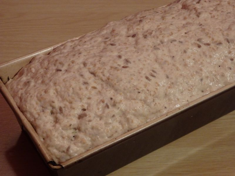Chleb drożdżowy na wodzie z kiszonych ogórków
