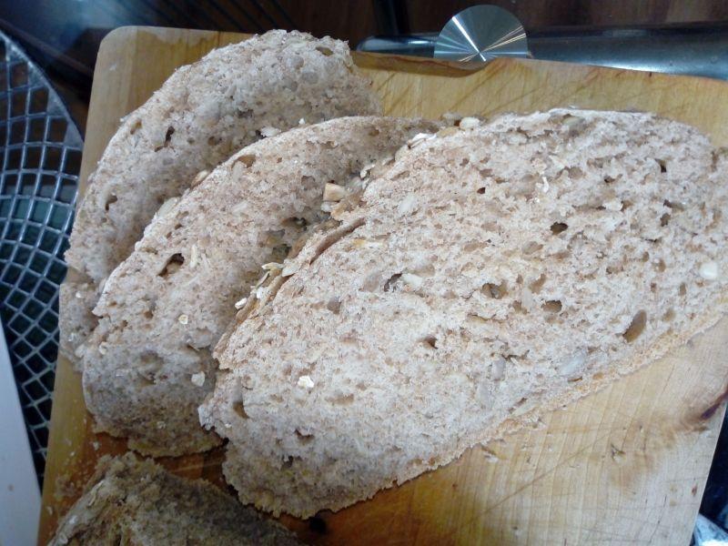 Chleb pszenno-owsiany ze słonecznikiem