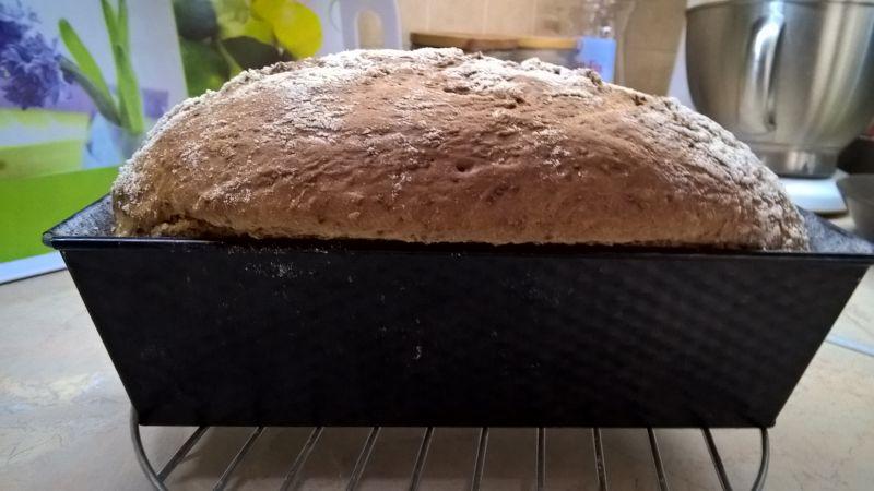 Chleb pszenny z chia i ostropestem
