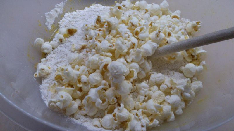 Chleb z popcornem i kurkumą