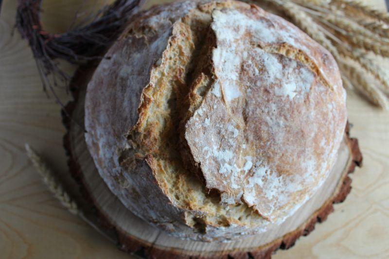 Chleb z ziemniakami i maślanką na zakwasie
