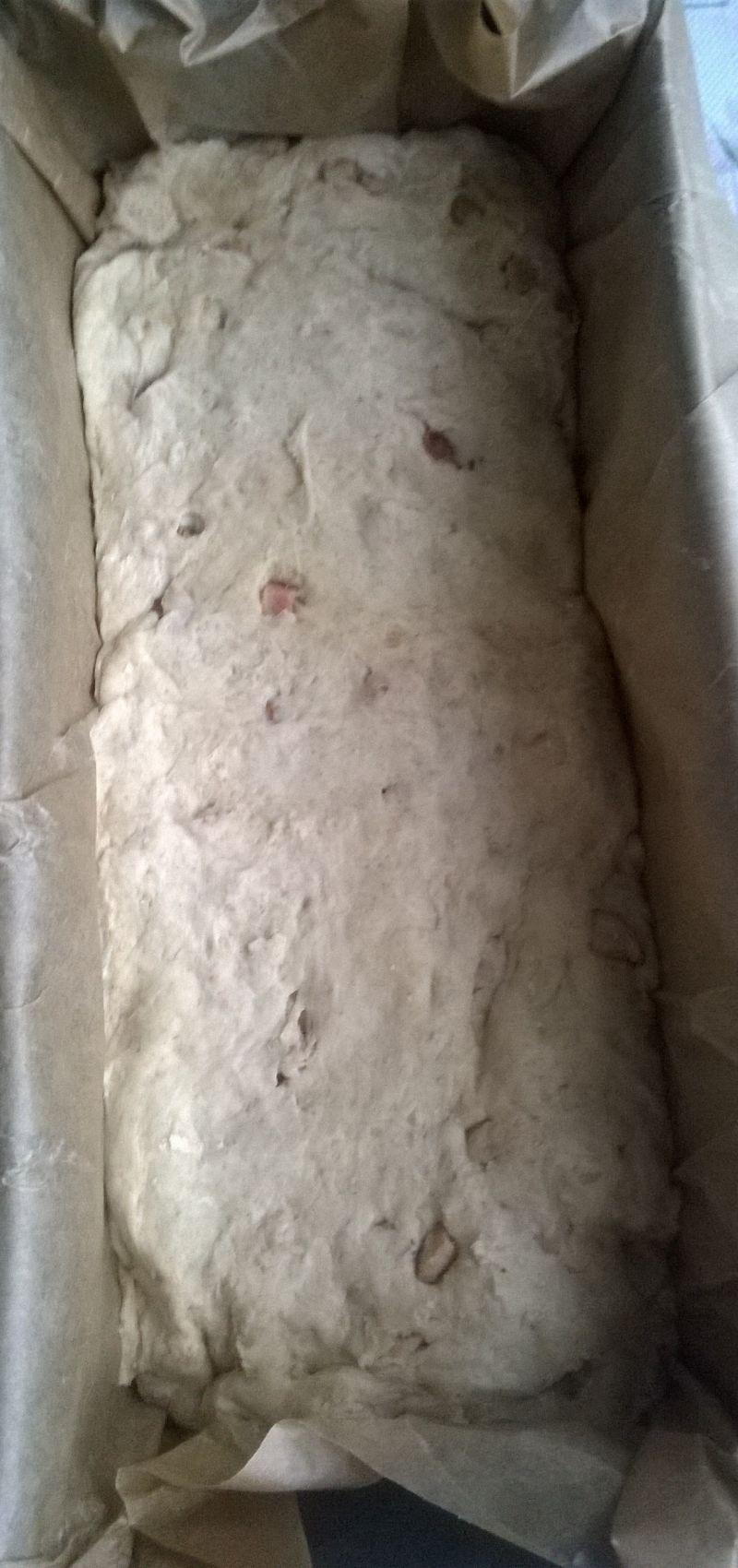 Chlebek orkiszowy z kiełbaską