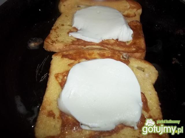 Chrzanowe tosty z mozzarellą