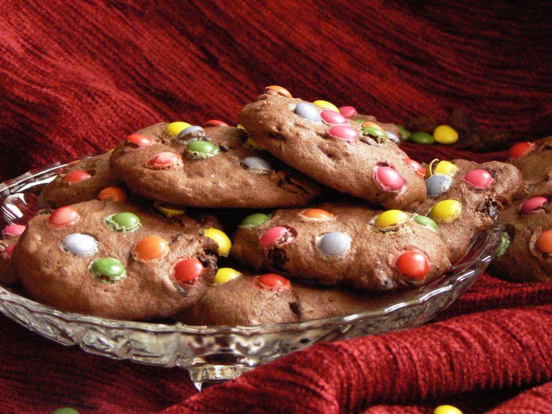 Ciasteczka kakaowe z czekoladą i rodzynkami