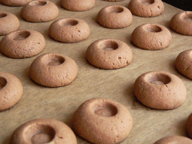Ciasteczka kakaowe z mleczno czekoladowym kremem