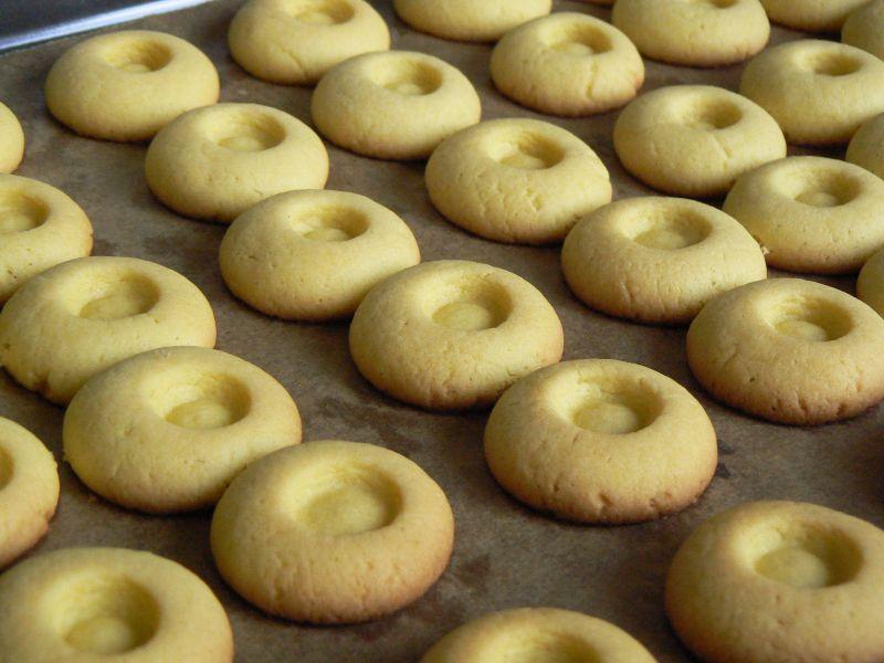 Ciasteczka waniliowe z dżemem truskawkowym