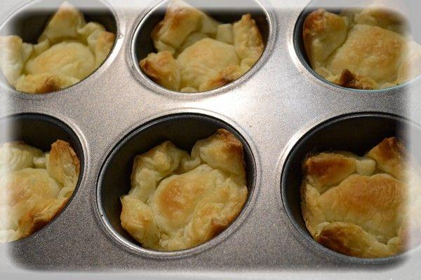 Ciasteczka z bita śmietaną i truskawkami