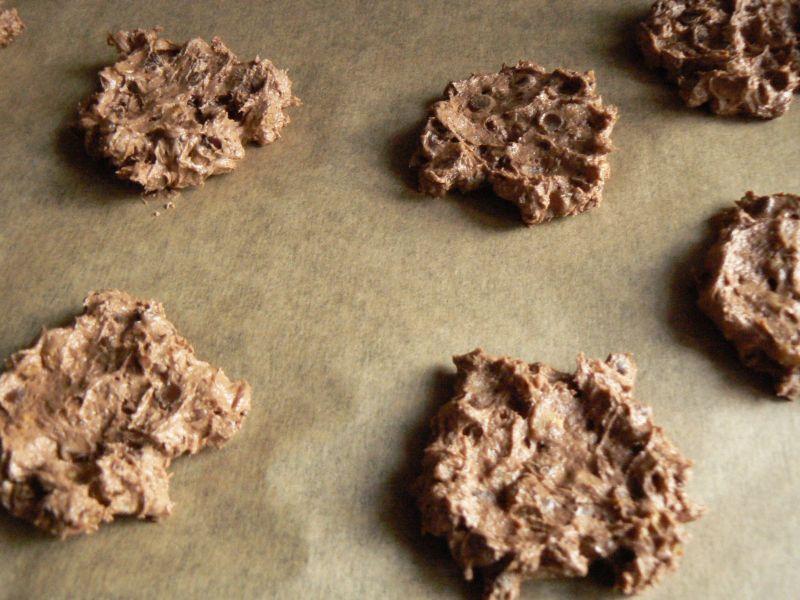 Ciasteczka z orzechami, czekoladą i rodzynkami