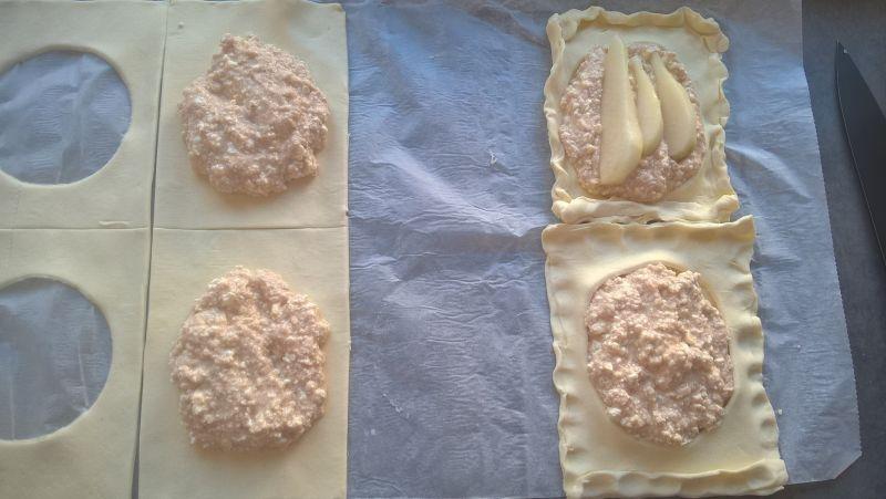Ciastka francuskie z serem i gruszką