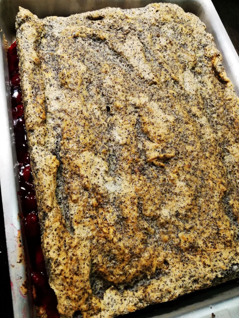Ciasto bez mąki z frużeliną wiśniową i budyniem