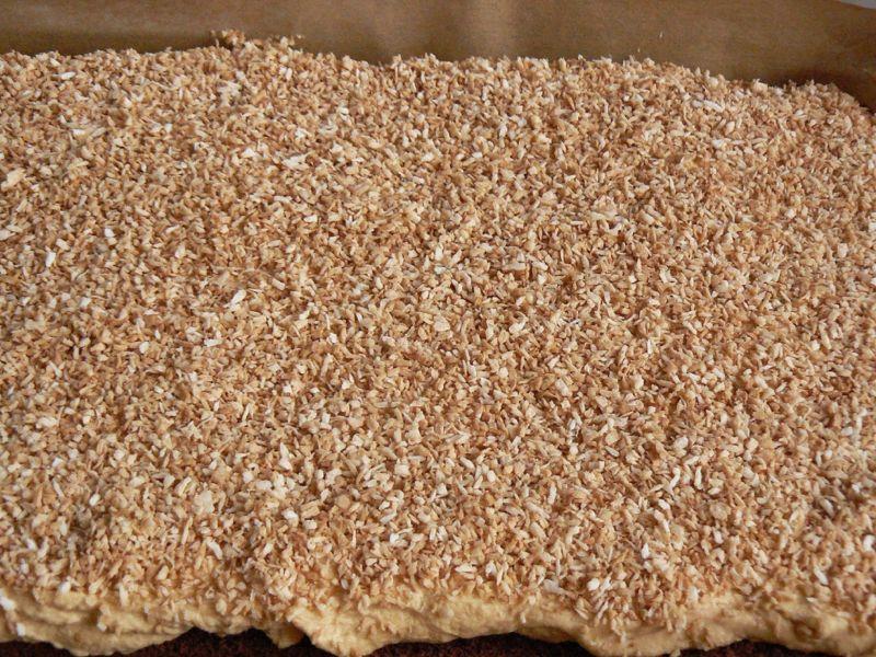 Ciasto biszkoptowe z kremem kokosowo-migdałowym