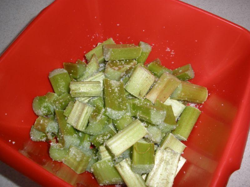 Ciasto drożdżowe z cynamonem i rabarbarem