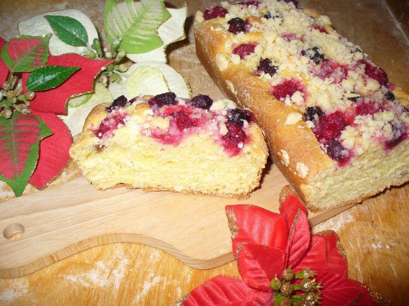 Ciasto drożdżowe z malinami, jeżynami i borówkami