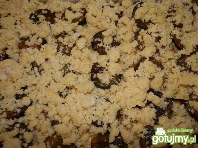 Ciasto drozdżowe ze śliwkami i kruszonką