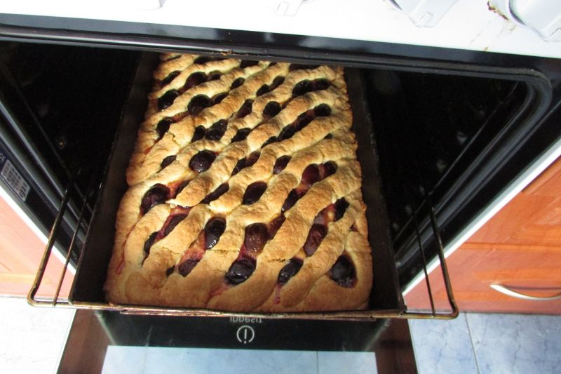 Ciasto kruche ze śliwkami