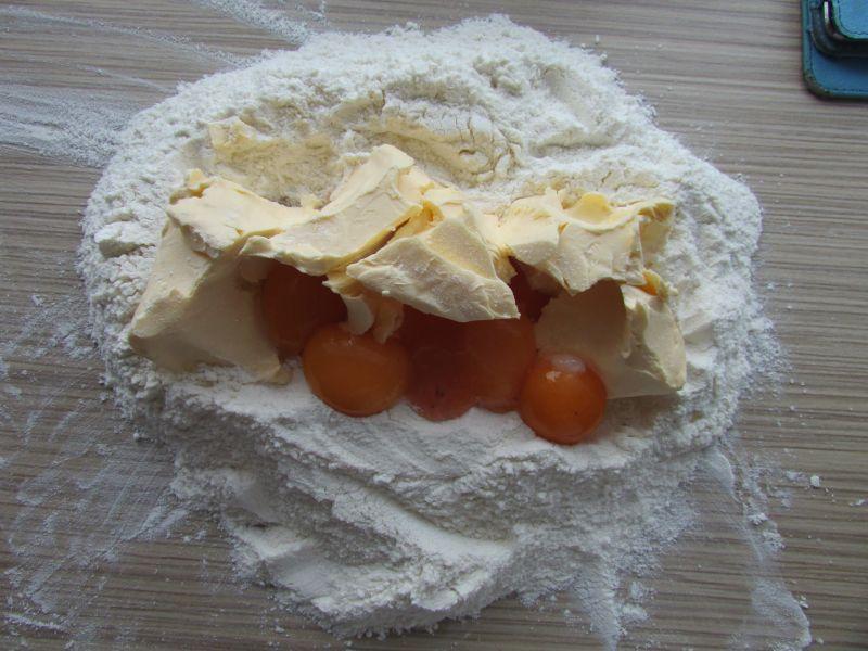 Ciasto malinowe z galaretką i dżemem