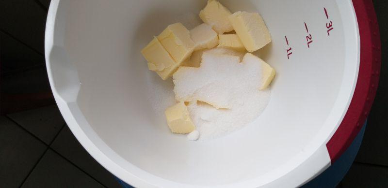 Ciasto marchewkowe z rodzynkami