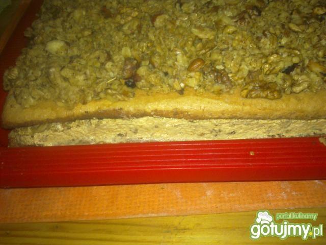 Ciasto orzechowe z masą krówkową