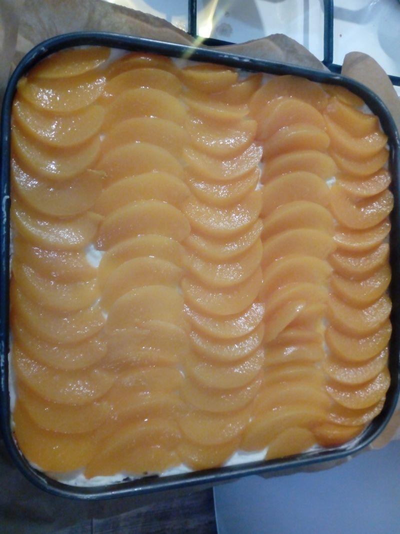 Ciasto przekładane z brzoskwiniami