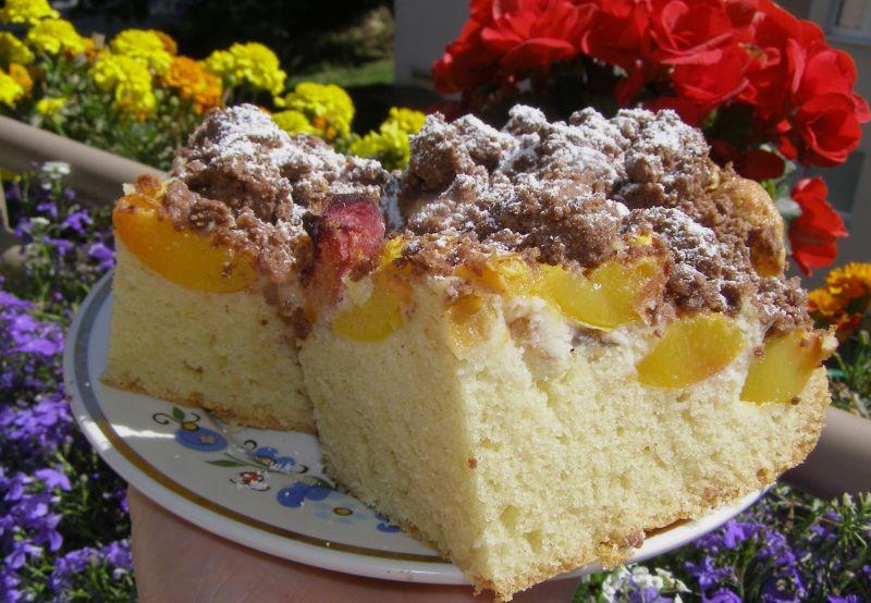 Ciasto ucierane z nektarynkami i kruszonką kakaową
