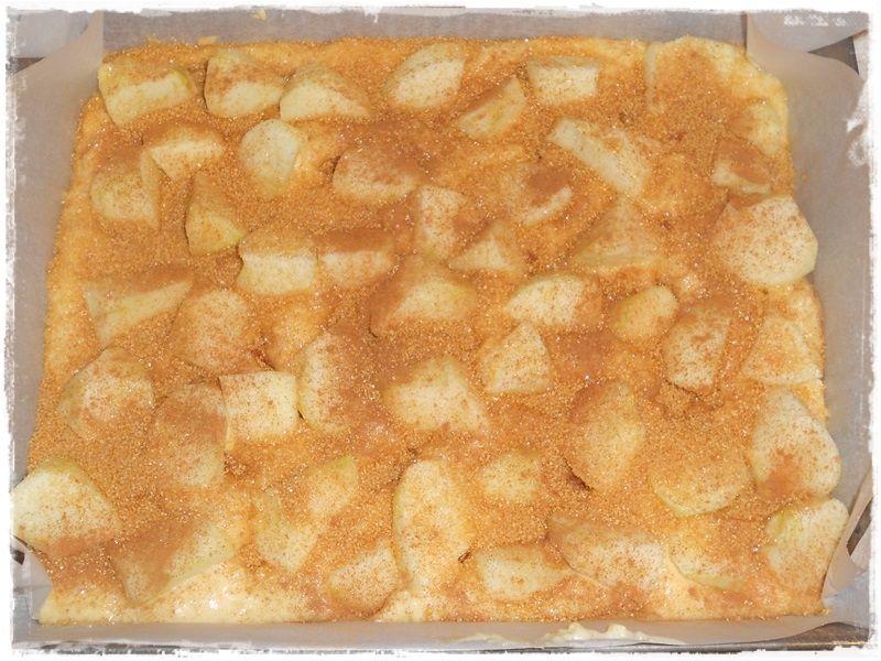 Ciasto z jabłkami, morelami i karmelową skorupką