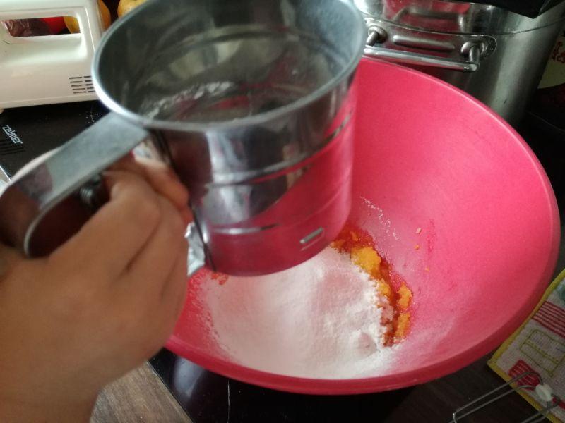 Ciasto z truskawkami i bitą śmietaną
