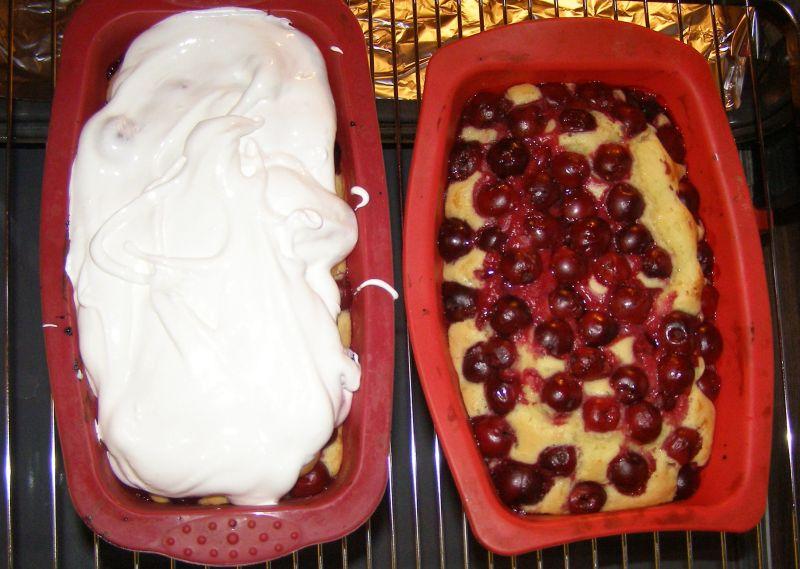 Ciasto z wiśniami i pianką bezową