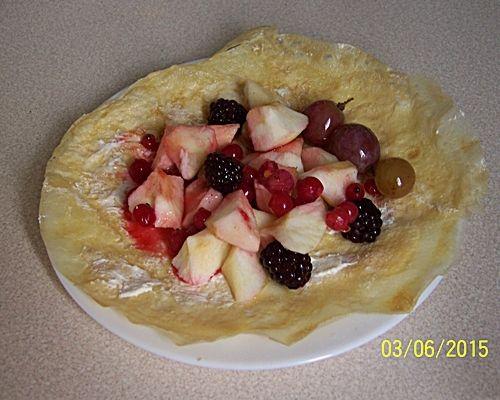 Cieniutkie omlety waniliowe z owocami