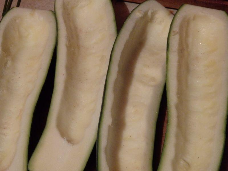 Cukinia faszerowana mięsem i warzywami