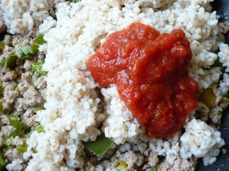 Cukinia faszerowana mięsem, kaszą i warzywami