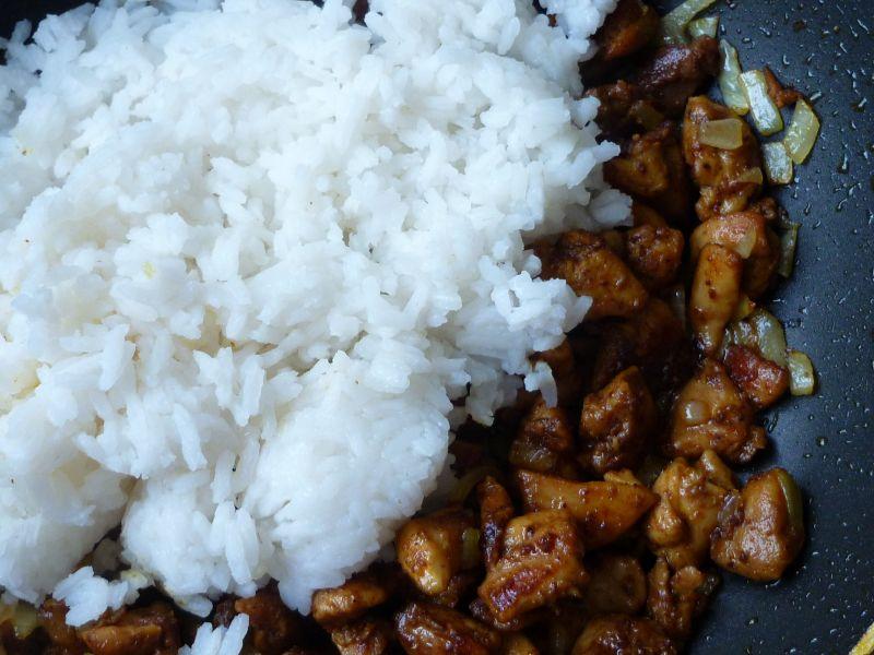 Cukinia nadziewana ryżem, mięsem i pomidorami